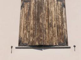 scuro-legno-rovinato-usura-manutenzione